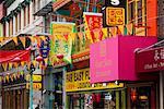 Westaustralien in Chinatown, San Francisco, California, Vereinigte Staaten von Amerika, Nordamerika, bunte Fahnen und Banner