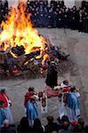 Orgosolo la procession pour de Saint Antoni feux markes début du carnaval sarde, Orgosolo, Sardaigne, Italie, Europe