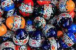 Traditionnelle turque poterie décorative exposée dans un stand de marché dans la vieille ville d'Antalya, en Anatolie, Turquie, Asie mineure, l'Eurasie