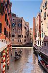 Eine Gondel auf einem Kanal in Venedig, UNESCO World Heritage Site, Veneto, Italien, Europa