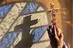Femme tenant une croix, Servoz, Haute-Savoie, France, Europe