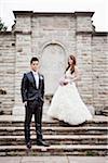 Mariée et le marié qui posent