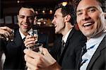 Genießen einen Drink in einer Bar Geschäftsleute