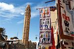 Main street, avec la mosquée et tapis shop display, Tozeur, Tunisie, l'Afrique du Nord, Afrique