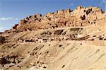 Primitive Höhle Wohnungen, Hang Berber Dorf Chenini, Tunesien, Nordafrika, Afrika