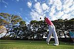 Couple jouer au Golf