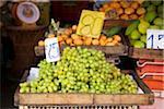 Kiste weiß Tafeltrauben auf dem Display auf den Markt