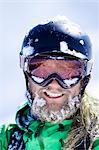 Gros plan du visage de neige-couvertes de skieurs