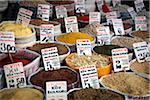 Marchandises en vrac au marché, Istanbul, Turquie
