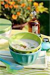Cold cream de la soupe de haricots blancs au basilic