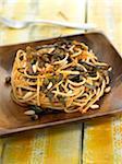 Spaghettis aux algues, câpres, pignons de pin et d'Espelette piment