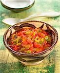 Zerkleinerte Tomaten und Paprika Salat