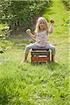 Jeune fille dans le verger