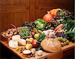Légumes biologiques sur une table de la cuisine