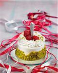 Panacotta, pistache et framboises gâteau d'anniversaire