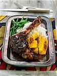 Cuisse de poulet caramélisé avec maïs grillé, haricots verts et riz à la vapeur