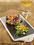 Chou rouge, roquette laitue carotte grenier pain sandwich