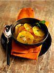 Orange Obstsalat mit Zimt und Minze