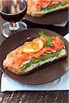 Geräucherter Lachs, Frischkäse und Avocado Bruschetta