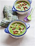 Crème de soupe aux pois pour les enfants
