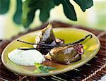 Figues rôties avec glace vanille et menthe