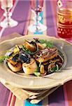 Coquilles Saint-Jacques aux truffes, -poêlée de foie gras et pommes de terre avec de l'huile de truffe