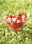 Salade de fraises, tomates, feta et menthe
