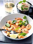 Poêlée de crevettes au vin blanc, basilic et citron vert