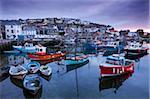 Sonnenaufgang über dem malerischen Hafen von Mevagissey, Cornwall, England, Vereinigtes Königreich, Europa