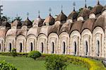 Certains des temples de Shiva 108, construit en cercles concentriques en 1809 par Maharaja Teja Chandra Bahadhur, Kalna, West Bengal, Inde, Asie