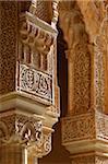 Colonnes des palais Nasrides, Alhambra, patrimoine mondial de l'UNESCO, Grenade, Andalousie, Espagne, Europe