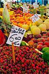 Cerises destinés à la vente de fruits et légumes marché, Rialto, Venise, Vénétie, Italie, Europe