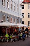 Café de la ville au crépuscule, Copenhague, Danemark, Scandinavie, Europe