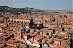 Découvre des deux tours de la Piazza di Porta Ravegnana, Bologne, Emilia Romagna, Italie, Europe