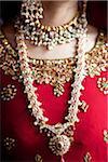Gros plan des bijoux de mariée