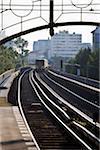 S-Bahn train arrivant à une station