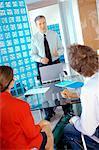 Geschäftsleute mit Besprechung im Büro