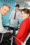 Geschäftsleute im Büro, Lächeln, Porträt