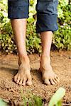 Faible vue en coupe d'un homme aux pieds nus