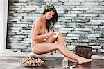 Femme en bikini dans une station thermale