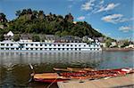 Vieille ville avec le château sur la rivière Sarre, Saarburg, Rhénanie-Palatinat, Allemagne, Europe