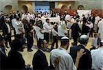 Juden tanzen mit Torah Rollen, Simchat Tora Jüdisches Festival, Jerusalem, Israel, Naher Osten