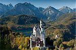 Château de Neuschwanstein romantique et Alpes allemandes dans automne, sud du quartier de Romantic Road, Bavière, Allemagne, Europe