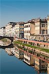 Ponte alla Carraia et Lungarno Corsini reflétées dans la rivière Arno, Florence, patrimoine mondial de l'UNESCO, Toscane, Italie, Europe