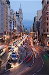 La Gran Via à la tombée de la nuit, Madrid, Espagne, Europe