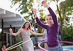Mère et fille hula hoop