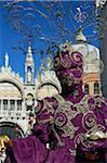 Frau im Kostüm im Karneval, Venedig, Italien