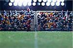 Le champ centre d'un terrain de soccer miniature, figurines de spectateur en arrière-plan