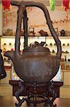 Ein großer Teekessel symbolisiert das Teehaus, Chaozhou, China