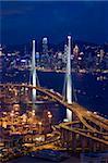 Mit Blick auf Stonecutters Bridge und Cargo-terminal in der Nacht, Kwai Chung, Hong Kong